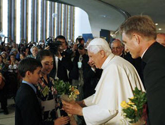 United Nations International School (UNIS) students welcome His Holiness Pope Benedict XVI with a bouquet of flowers.