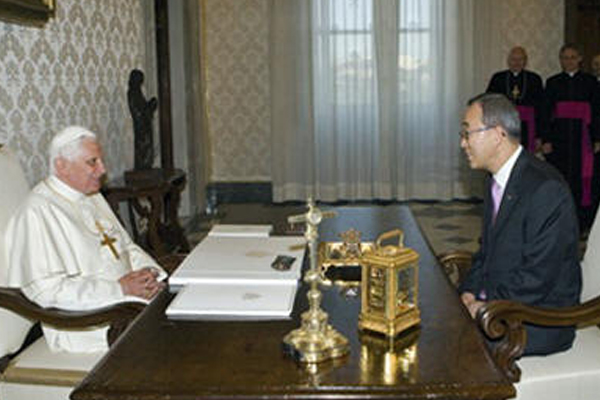 Pope Benedict XVI in conversation with Secretary-General Ban Ki-moon ©; UN Photo/Eskinder Debebe
